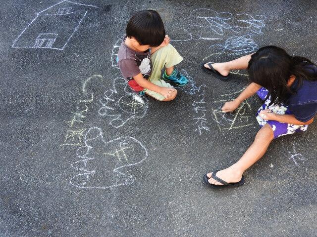 子ども,落書き,道路